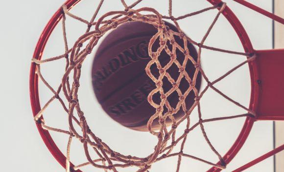 Zapraszamy naturniej koszykówki zokazji Dnia Niepodległości  podhonorowym patronatem Burmistrz Katarzyny Łęgiewicz.
